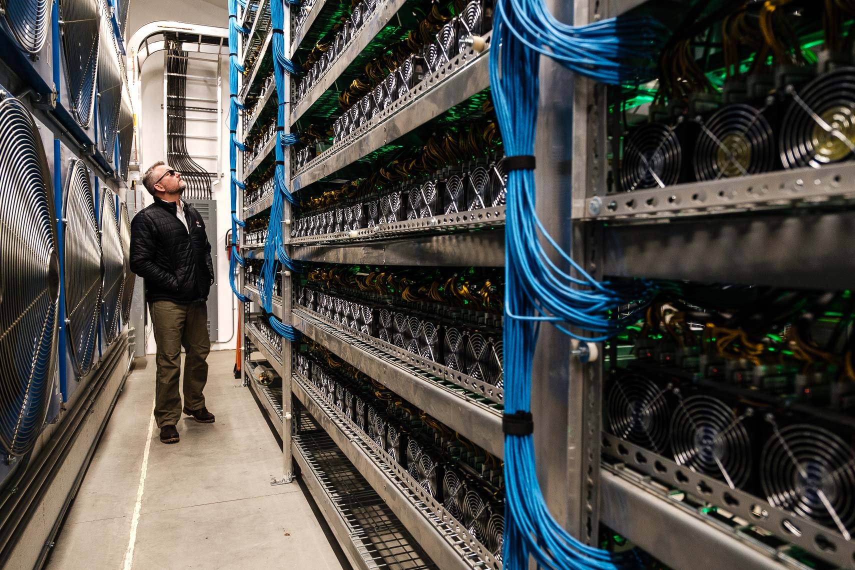 patrick_cavan_brown_bitcoin_mining_wenatchee_washington-4954